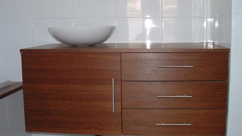 Meuble de salle de bains en Coeur Dehors